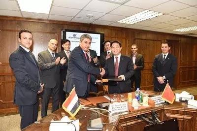 中埃两国元首共同参观中航工业展台