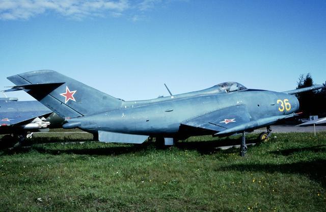雅克 1战斗机_雅克-36机鼻上方为何有根长管子?_航空产业_中国经济网