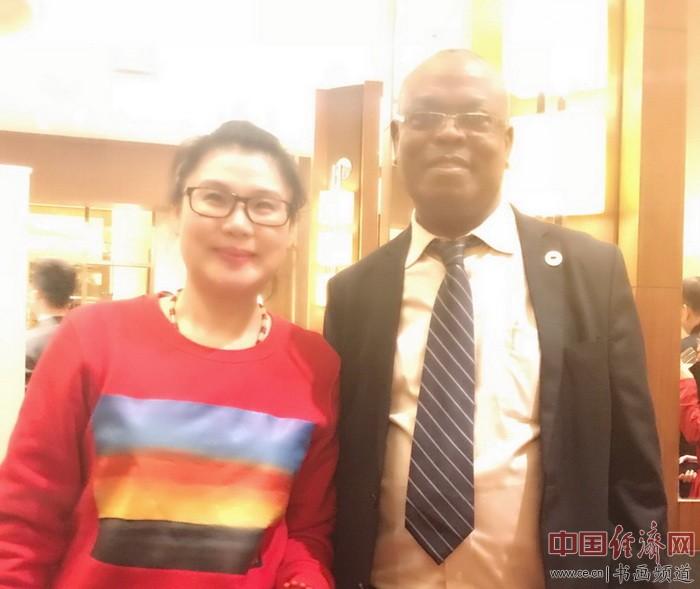 何�F熹Anika He和非洲野生动物基金会副主席菲立普.穆鲁提Philip Muruthi