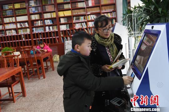 """兰州废弃阅览室变""""迷你图书馆""""快节奏下享慢阅读"""