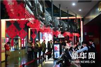 观众在北京一家电影院排队购票。新华社记者 杨青摄_副本.jpg