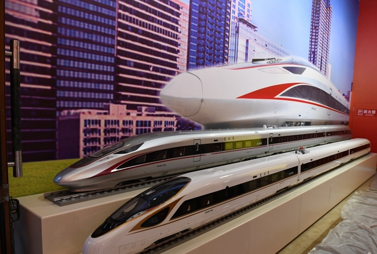 ZB1912403高铁刘天一会展报道庆祝中华人民共和国成立70周年大型成就展.jpg