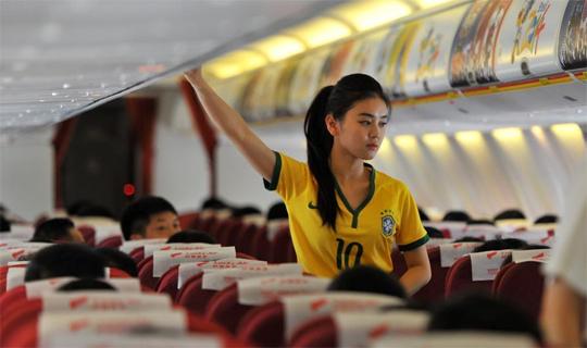 空姐变身足球宝贝