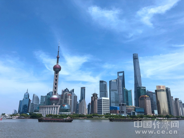 DH1811021上海外滩旅游严永怡街景建筑.jpg