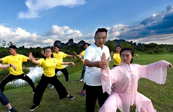 《瞭望》发表文章:一种中国传统太极拳(太极拳)是如何挥拳的