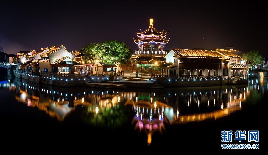 图为苏州阊门夜景(4月21日摄)。 新华社记者 韩瑜庆.jpg