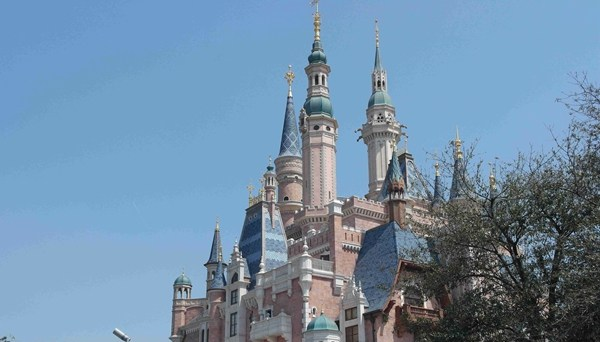YQ1811051上海迪士尼游乐园城堡张晶休闲娱乐_副本.jpg