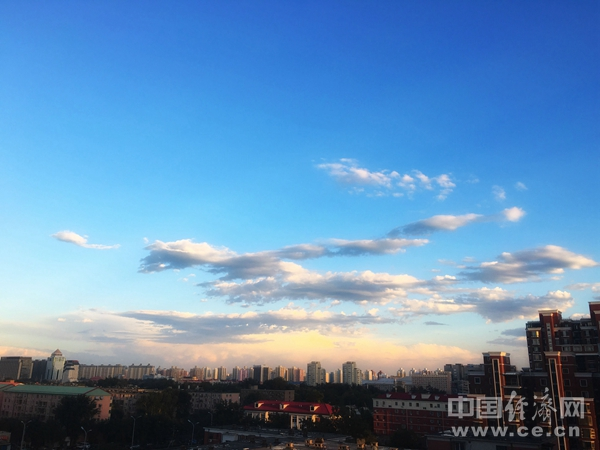 YQ1811019北京鸟瞰楼房彩云蓝天白云许雪媛街景建筑.jpg