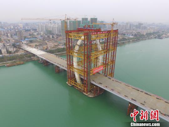 图为航拍合龙的白沙大桥 钟欣 摄
