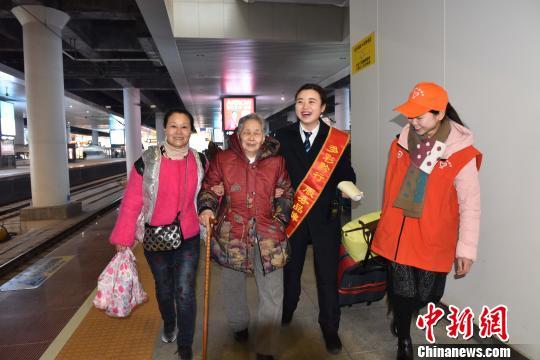 高铁成贵州民众出行首选贵阳北站成中国西南高铁枢纽