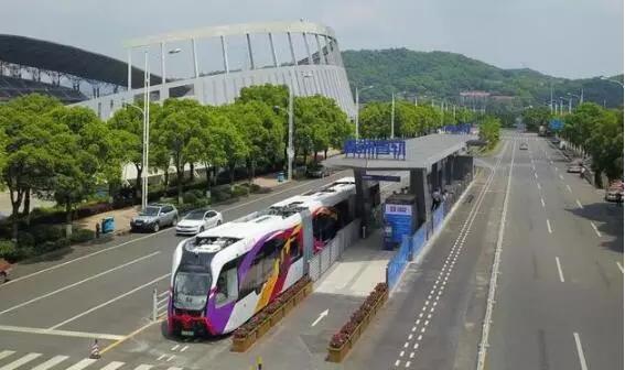 中国制造!全球首列智轨电车来了 造价为有轨的1/5