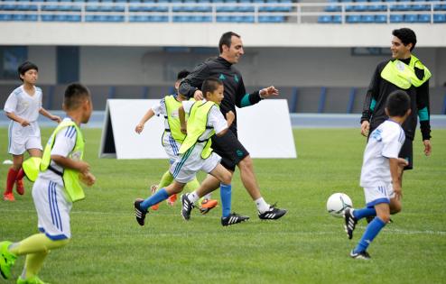 伊利活力主场训练日:让中国足球小将登陆俄罗
