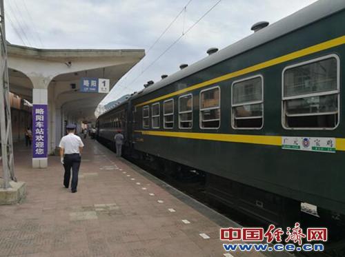 """北京赛车破解方法如下:秦岭大山里的""""公益慢火车"""""""