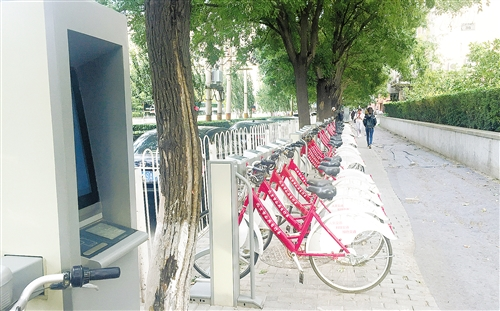 受共享单车冲击 一些城市公共自行车停止运营