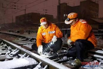 新乡电务段:以雪为令 确保畅通