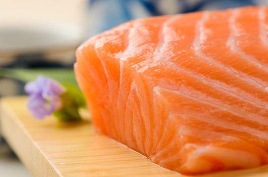 超市三文鱼亮明身份 超8成消费者不认可虹鳟