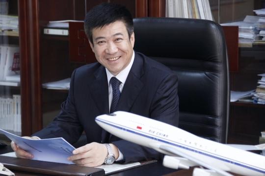现任中国航空集团公司董事,总经理,党组副书记,国航股份副董事长,总裁