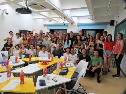 3 邀请外国友人一起参与食安科普活动——北京交通大学电气青年志愿者服务团.jpg
