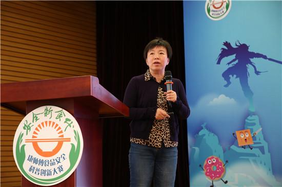 图为中国农业大学沈群教授发布《2018全国大学生食品安全素养报告》并进行数据分析。经济日报-中国经济网记者张相成摄.JPG