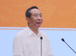 主持人:中国烹协协会副会长冯恩援
