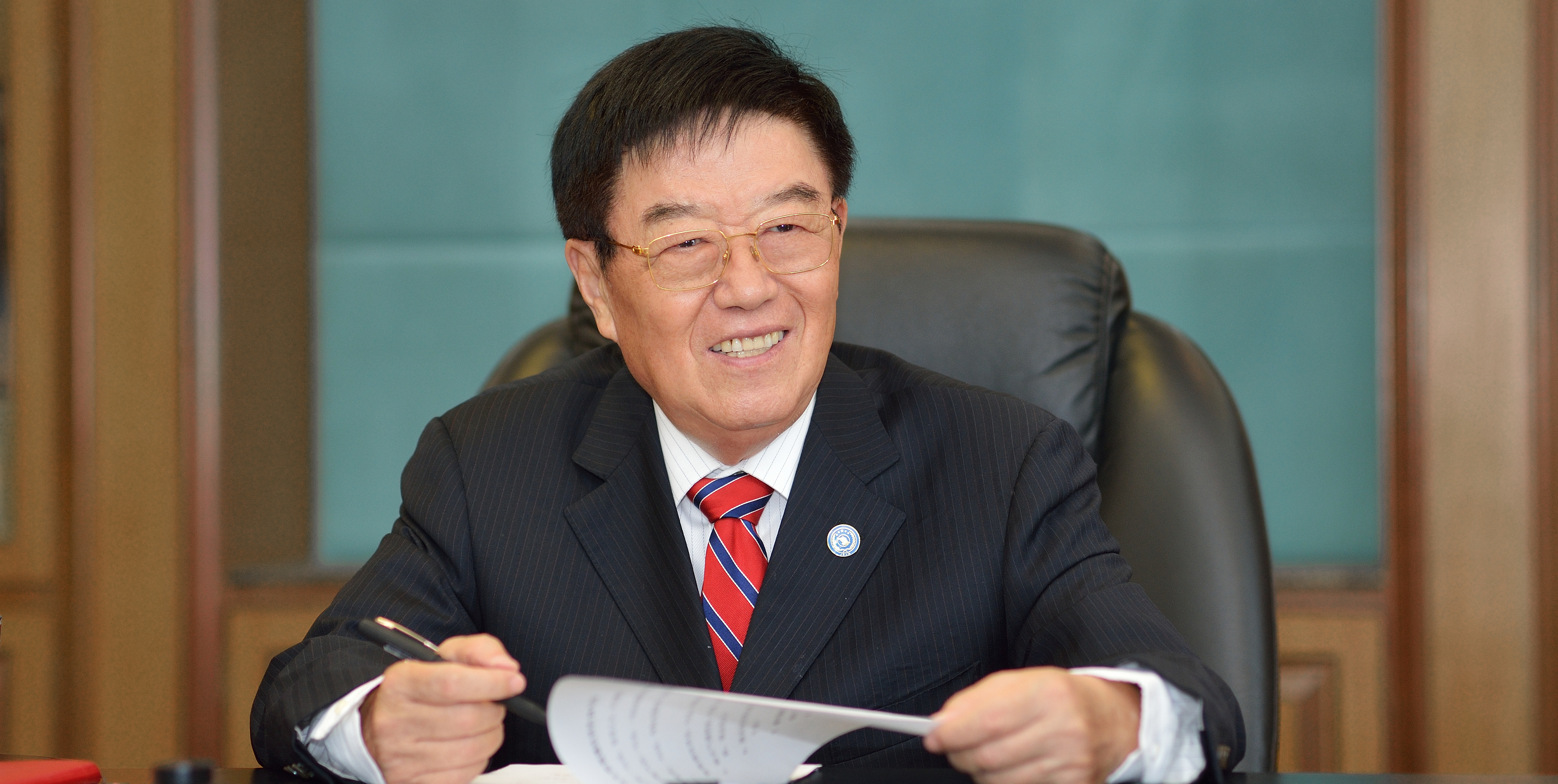 全國人大代表、揚子江藥業集團董事長徐鏡人_副本.jpg