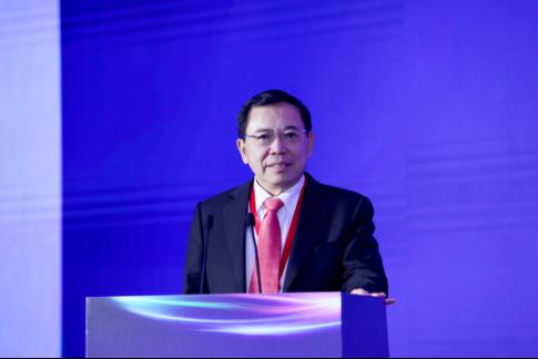中国电子视像行业协会会长,TCL集团董事长、CEO李东生发表主旨演讲
