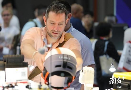 环球资源电子展4月11日在香港揭幕,深圳参展企业数量众多,占比约六成。