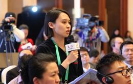 记者提问吴晓灵裴2.jpg
