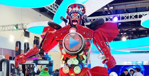 """[视频]川剧""""变脸""""机器人亮相世界机器人博览会"""