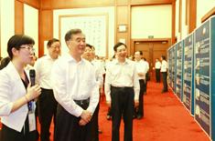 总理参观展板1.jpg