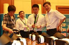 食药总局王明珠副局长左一、右一食药总局郭文奇食品药品监管总局总监1.jpg