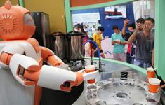 机器人为观众制作奶茶