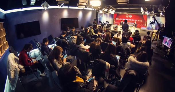 2018两会议案建议媒体交流会现场