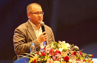 """哈萨克斯坦共和国卫生部www.5163.com神经外科科学中心战略发展主任、医学科学博士、再生医学和干细胞领域专家阿斯哈特·布拉洛夫就""""干细胞在医学上的前景与应用""""发表主旨演讲2.jpg"""