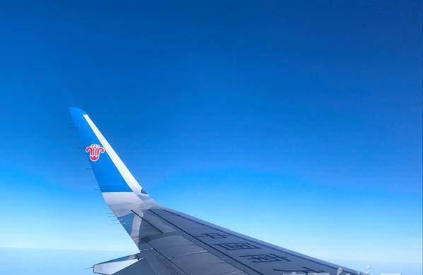 DF1811064中国南方航空飞机飞行机翼魏敏交通出行蓝天旅行.jpg