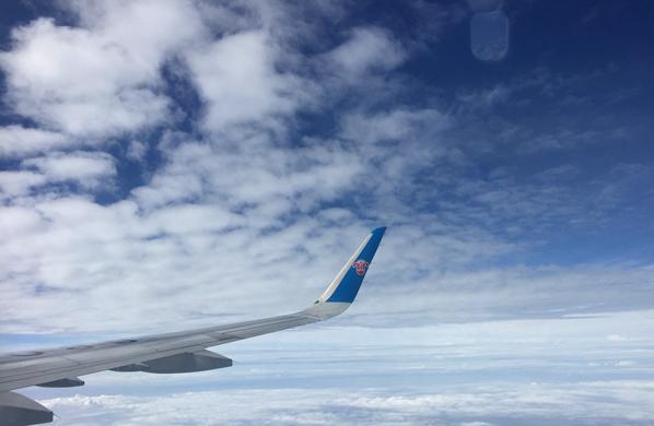 WC1811063飛機云層飛行劉園香交通出行機翼藍天.jpg