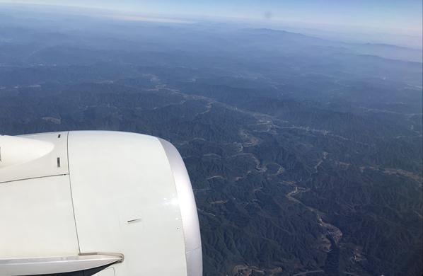 GG1811016飞机航拍山河陆地张春彦自然风光.jpg