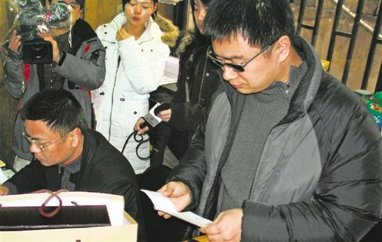 多年前,王海曾在杭州打假。新华社资料照片