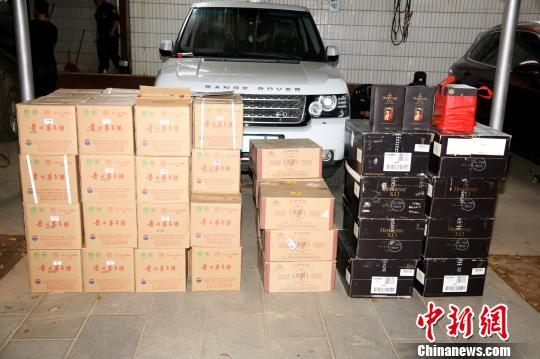 图为警方查扣的部分财物。 海南省公安厅供图 摄