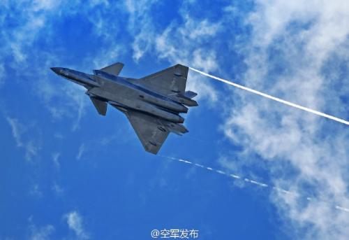 在此次珠海航展上,空军试飞员将驾驶歼-20飞机进行飞行展示,这将是