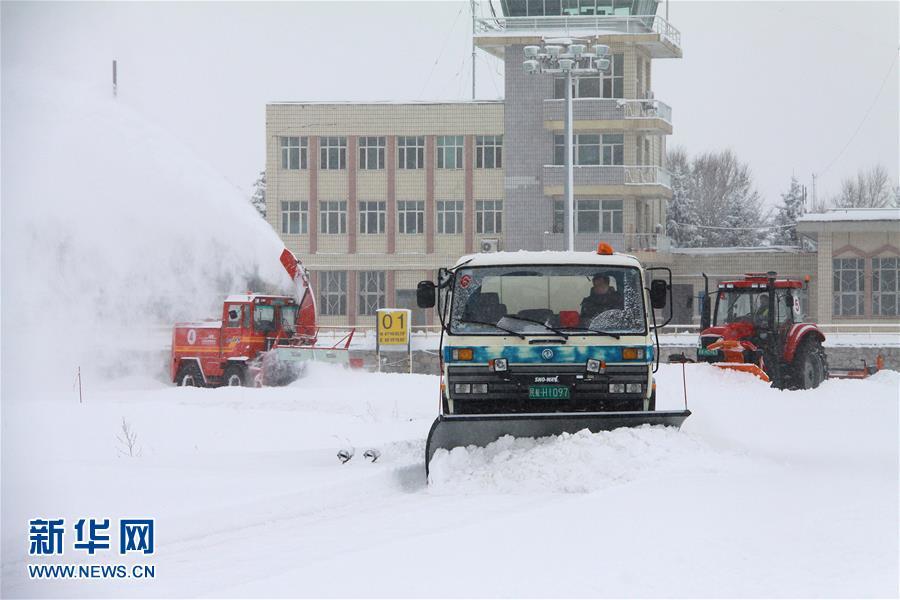 新疆阿勒泰持续降雪超50小时(组图)