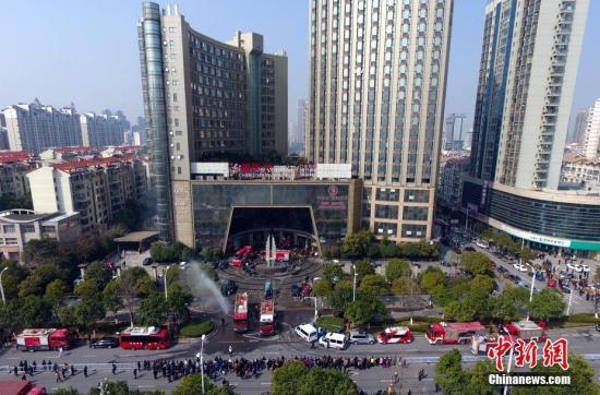 江西南昌酒店火灾后12小时 部分伤者仍在抢救