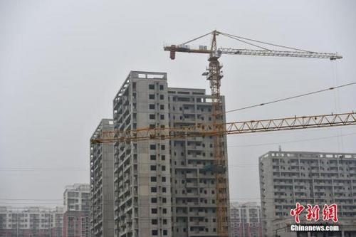 北京郭公庄一期正在建设中的公租房项目。中新网记者 金硕 摄