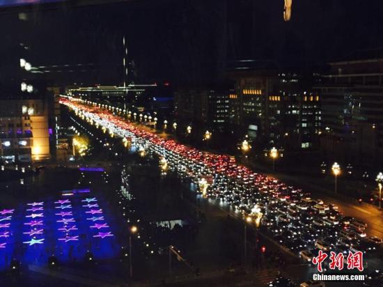 人口集中加剧大城市拥堵病 海量人口出行难题待解
