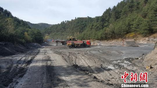 陕西一天然林保护区多家煤场违规生产30余家被查封