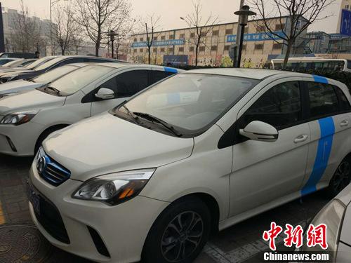 """北京街头的""""共享汽车""""。<a target=_blank href=http://www.chinanews.com/ _fcksavedurl=http://www.chinanews.com/ ></table>中新网</a>记者 李金磊 摄"""