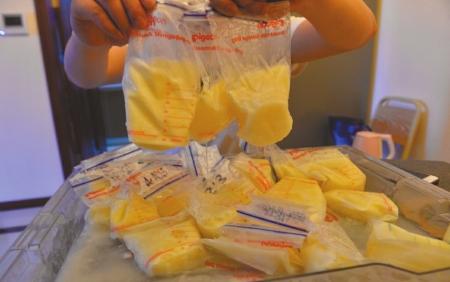 成都李女士被停电毁掉的冷冻母乳.-媒体调查成都隐秘母乳买卖 电商