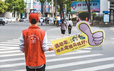 """红灯管不住 曝光惹争议 """"中国式过马路""""死结怎么解"""