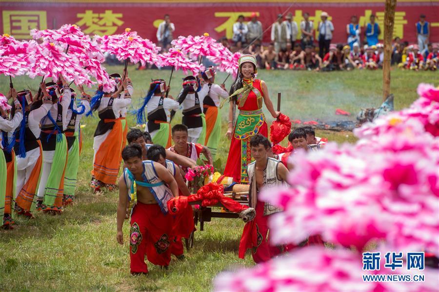 """(社会)(1)云南石林彝族群众欢庆""""火把节"""""""