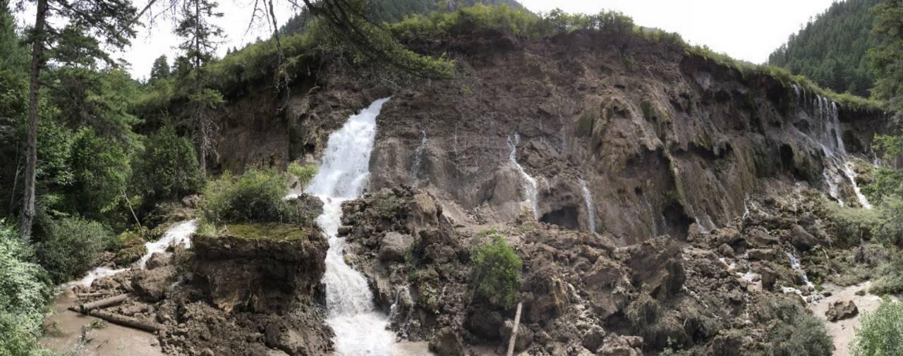 九寨沟震后多处景点面目全非 诺日朗瀑布坍塌